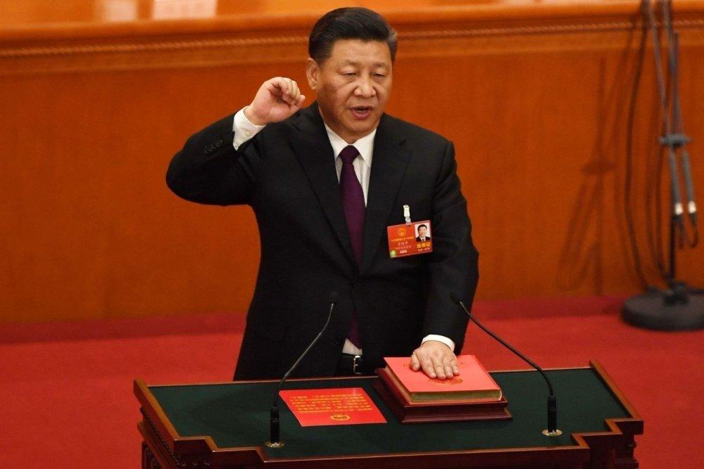 Ши Жиньпин үндсэн хуульд үнэнч байхаа тангарагласан Хятадын анхны удирдагч боллоо