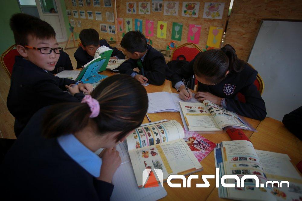 Н.Шагдарсүрэн: Их, дээд сургуулийн багш нар сурах бичгийг боловсруулдаг ч хүүхдэд зориулдгаа тооцдоггүй