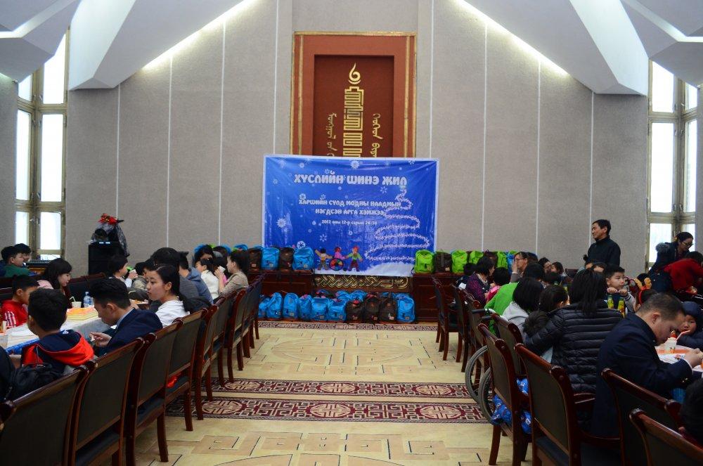 4uj373au9j Хөгжлийн бэрхшээлтэй хүүхдүүдийн ХҮСЛИЙГ биелүүлсэн шинэ жил