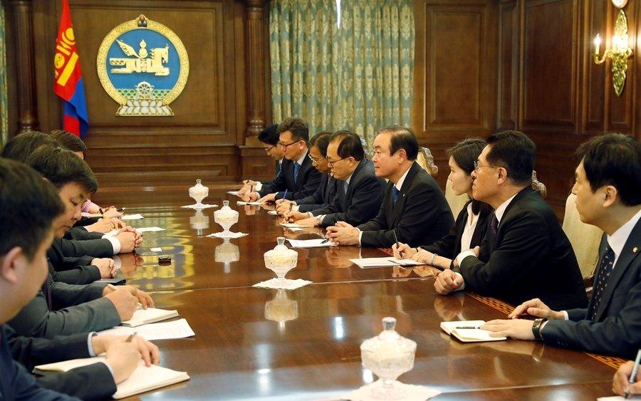 БНСУ-ын парламентын төлөөлөгчдийг хүлээн авч уулзлаа