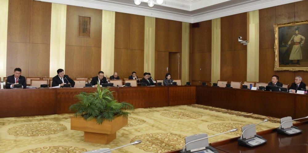 Монголбанкны ерөнхийлөгчийн эрх мэдлийг хязгаарлах, хариуцлагтай болгох зохицуулалтыг тусгасан гэв