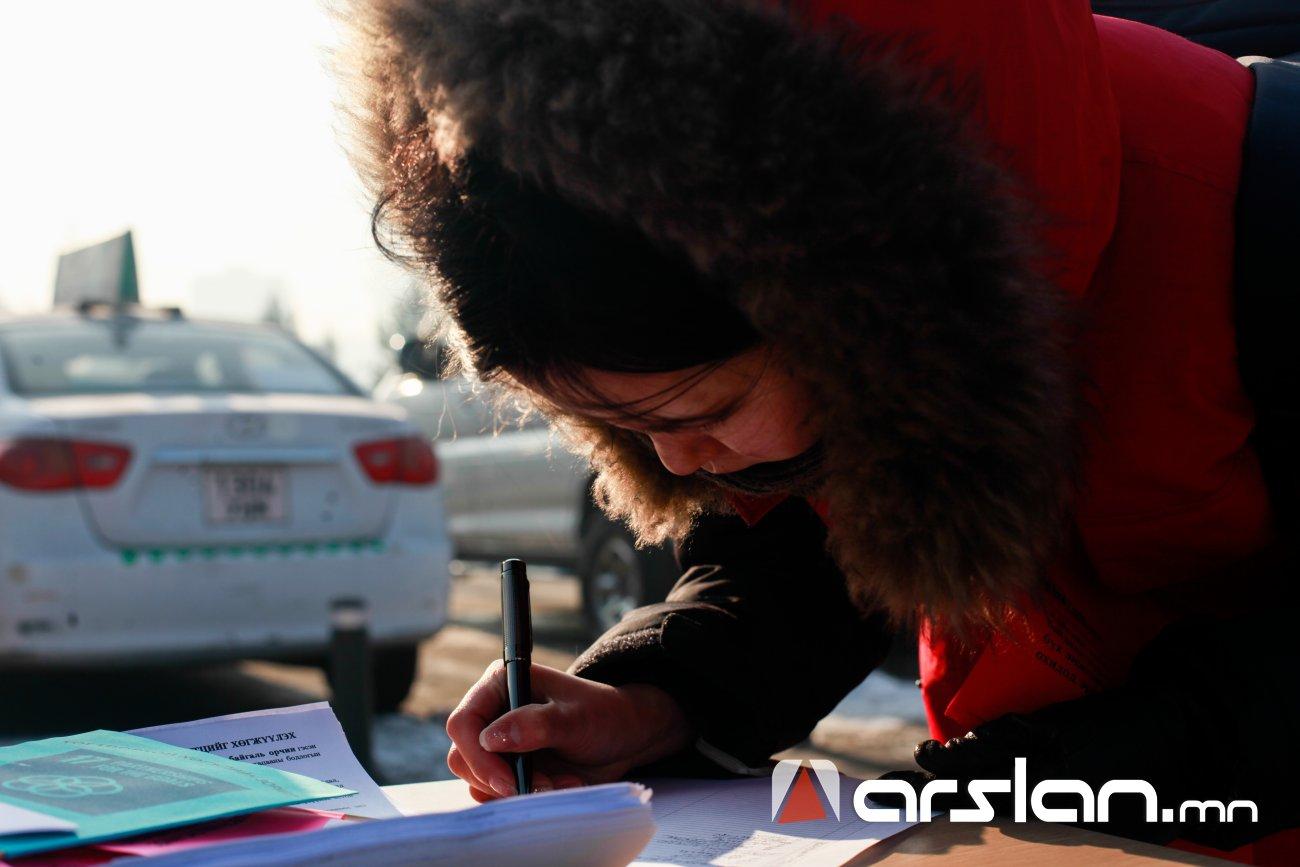 ФОТО: Хүний эрхийг хамгаалагчдын өдрийг тэмдэглэн нээлттэй цуглаан хийлээ