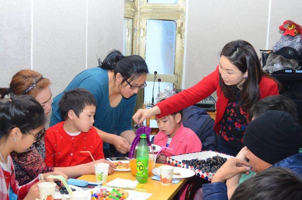 nwp8jban9r Хөгжлийн бэрхшээлтэй хүүхдүүдийн ХҮСЛИЙГ биелүүлсэн шинэ жил
