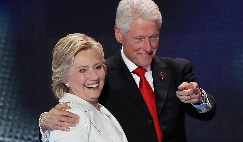 Билл Клинтон цуврал хүчирхийлэгч байж, Хиллари түүнийг хамгаалдаг байжээ