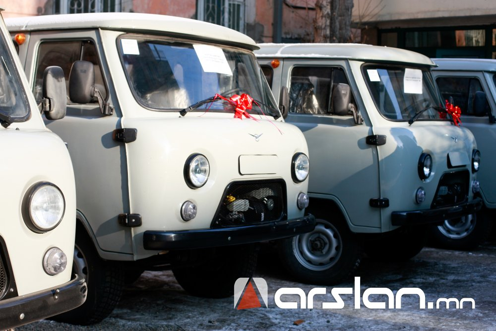 ФОТО: Алслагдсан 8 аймгийн 9 суманд түргэн тусламжийн авто машин гардууллаа