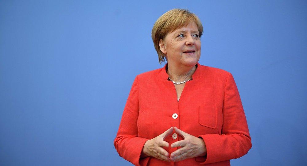 Ангела Меркель  Германы канцлерын сонгуульд нэрээ дэвшүүлэхгүй