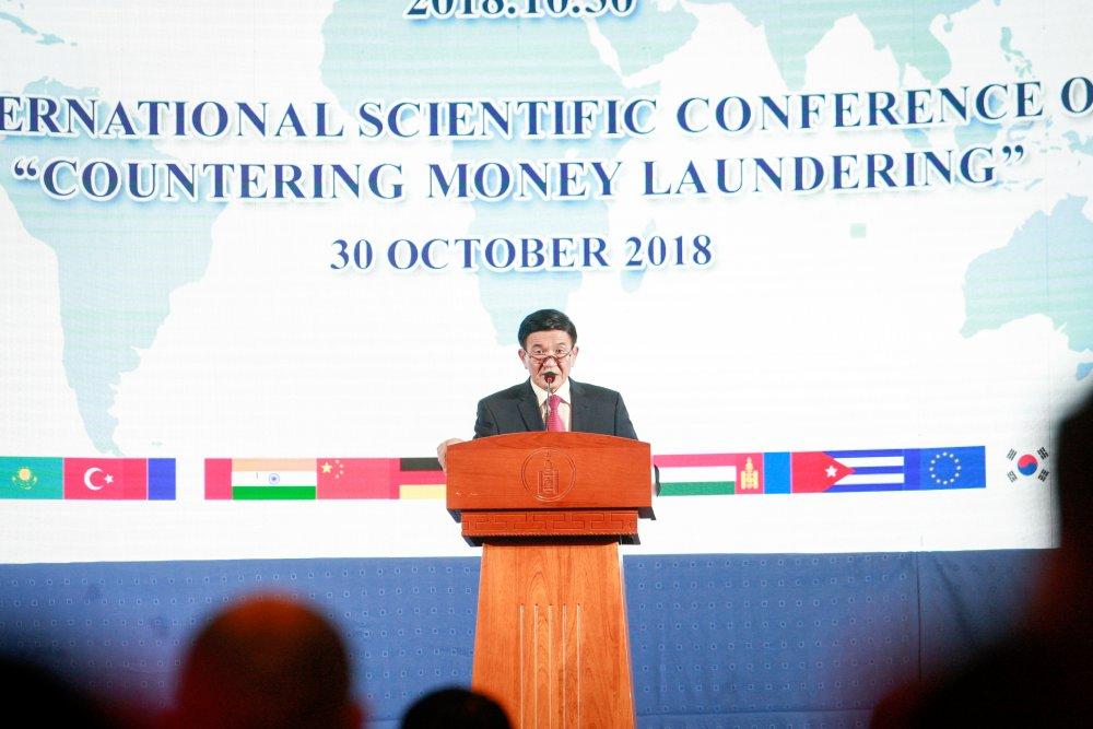 """ФОТО: """"Мөнгө угаах гэмт хэрэгтэй тэмцэх асуудал"""" ОУ-ын эрдэм шинжилгээний хурал Төрийн ордонд болж байна Arslan.mn"""