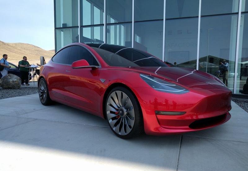 """""""Tesla"""" сүүлийн 2 жилд анх удаа ашигтай ажиллав"""