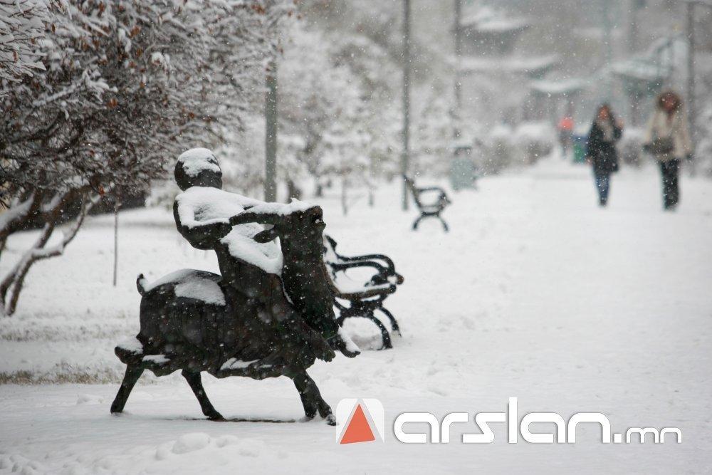 Зарим газраар бага зэргийн цас орж, явган шуурга шуурна Arslan.mn