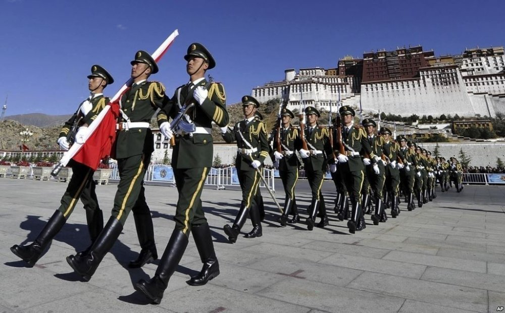 Төвдийг Америкчуудад нээхгүй бол Хятадын албаныхан АНУ-д нэвтрэх хориотой боллоо