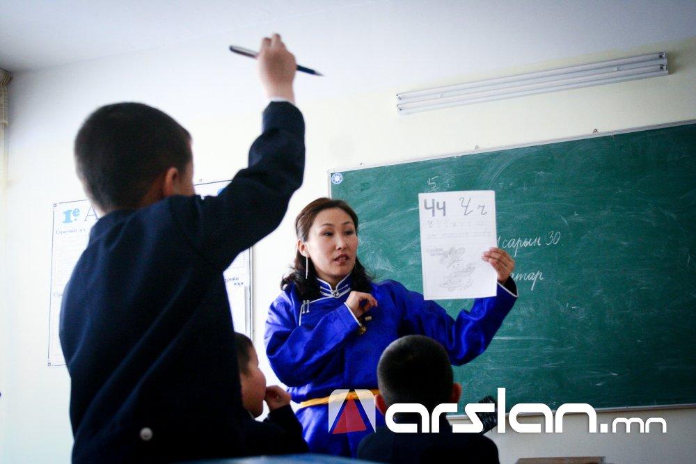 ЕБС-ийн 44-өөс дээш хүүхэдтэй I, II анги туслах багштай байж болно