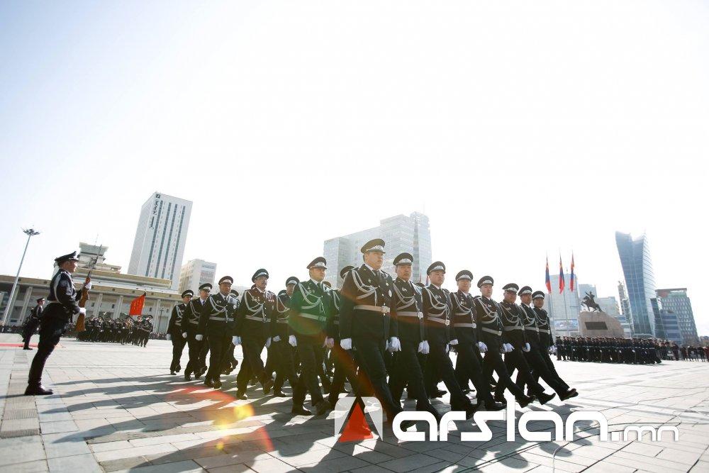ФОТО: Монгол төрийн цагдаа танд баярын мэнд хүргэе
