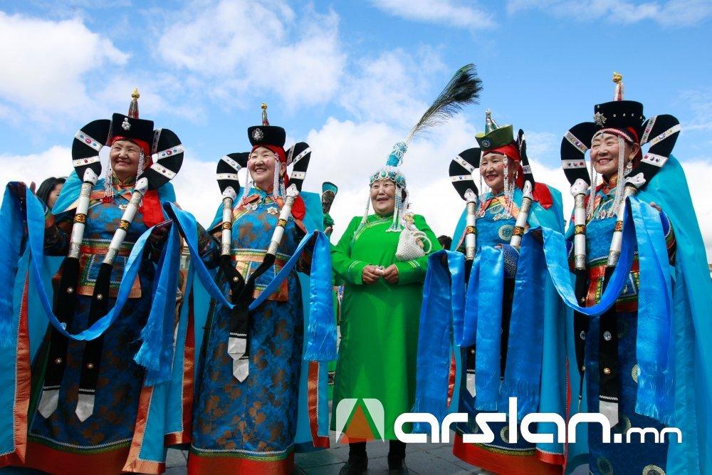 """LIVE: Сүхбаатарын талбайд """"Дээлтэй Монгол"""" наадмыг шууд дамжуулж байна"""