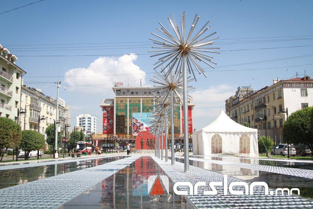 ФОТО: Нийслэлийн ШИНЭ ӨНГӨ ТӨРХ Б.Цэрэндоржийн гудамж Arslan.mn