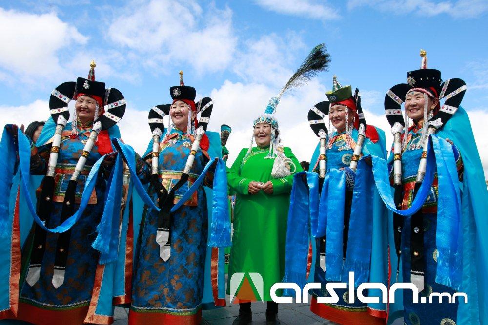 Монгол бахархал болсон дээл хувцсаараа гоёцгооё Arslan.mn