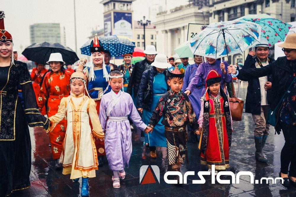 """ФОТО: Монгол үндэстэн ястны """"Дээлтэй Монгол наадам"""" боллоо"""
