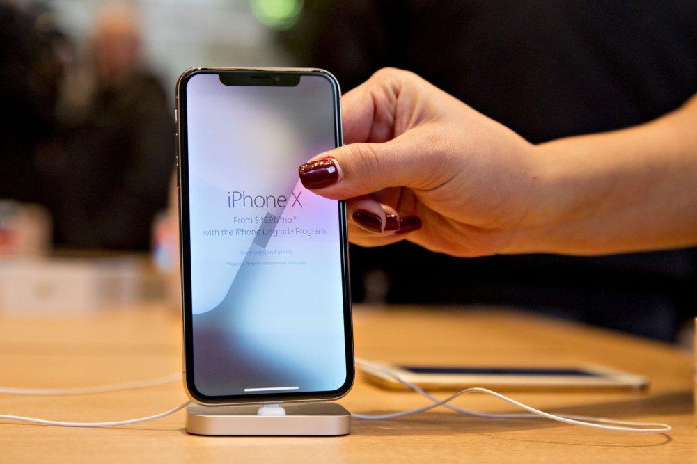 """""""Apple""""-ийн шинээр гаргах гар утас """"iPhone X""""-ээс том дэлгэцтэй, олон өнгийн сонголттой байх нь"""