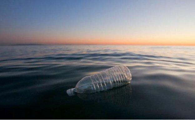 Далайн усанд уусдаг хуванцар зохион бүтээв