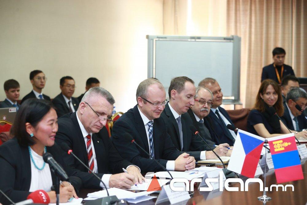 ФОТО: Монгол-Чехийн бизнес форум боллоо