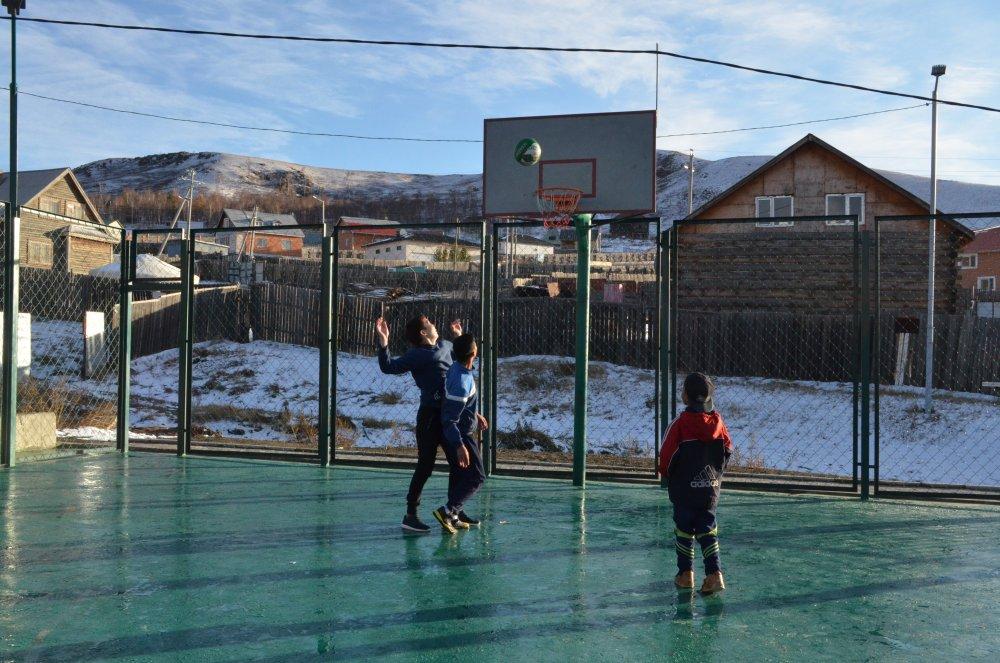 Сүхбаатар дүүргийн 20-р хороо иж бүрэн хүүхдийн тоглоомын талбайтай боллоо Arslan.mn