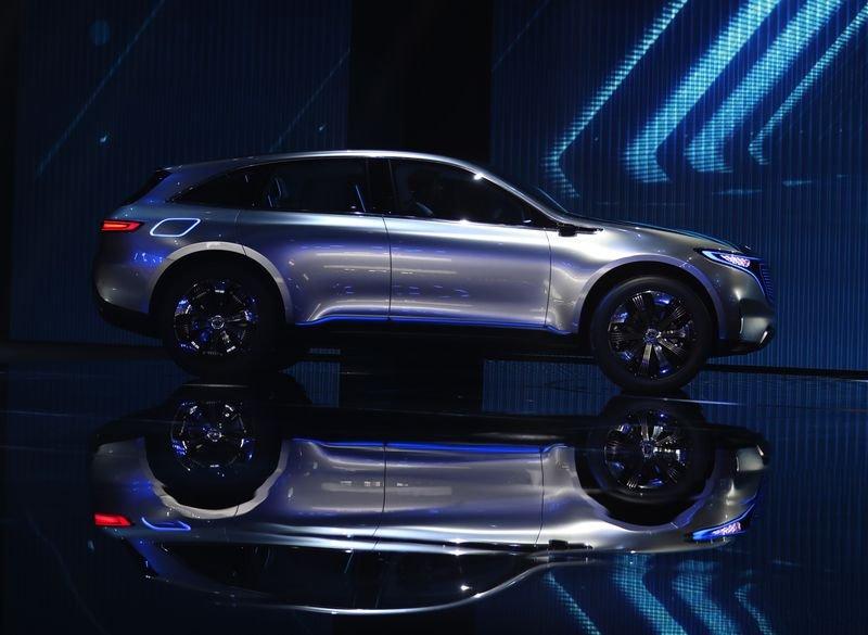 """Mercedes-Benz"" анхны цахилгаан автомашинаа танилцууллаа"