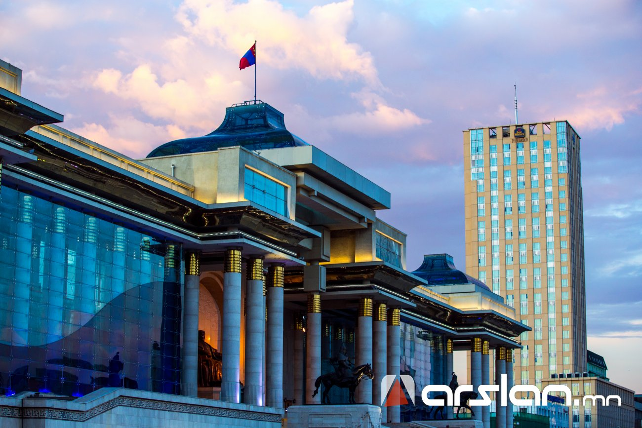 ОУВС: Монголын улс төрийн орчин тогтворжоогүй байгаа нь эрсдэл дагуулж байна
