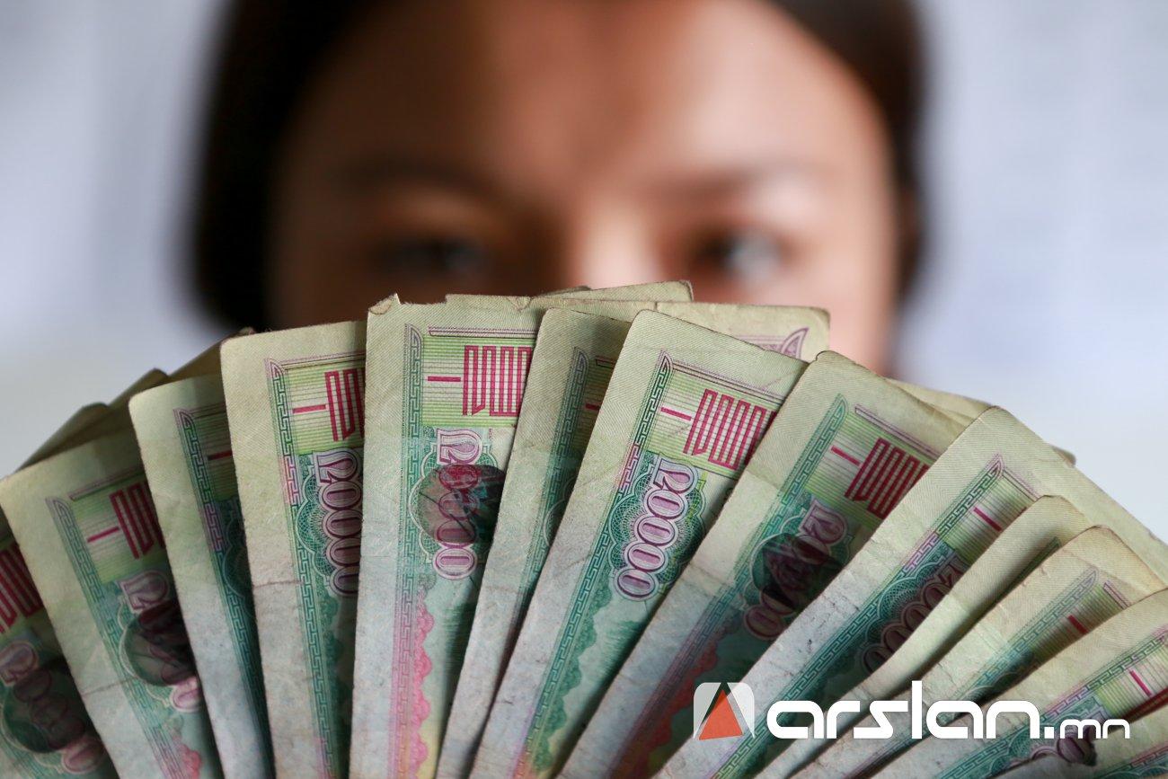 900 мянган төгрөгийн цалинтай хүн гар дээрээ хэдэн төгрөгийн цалин авах вэ?