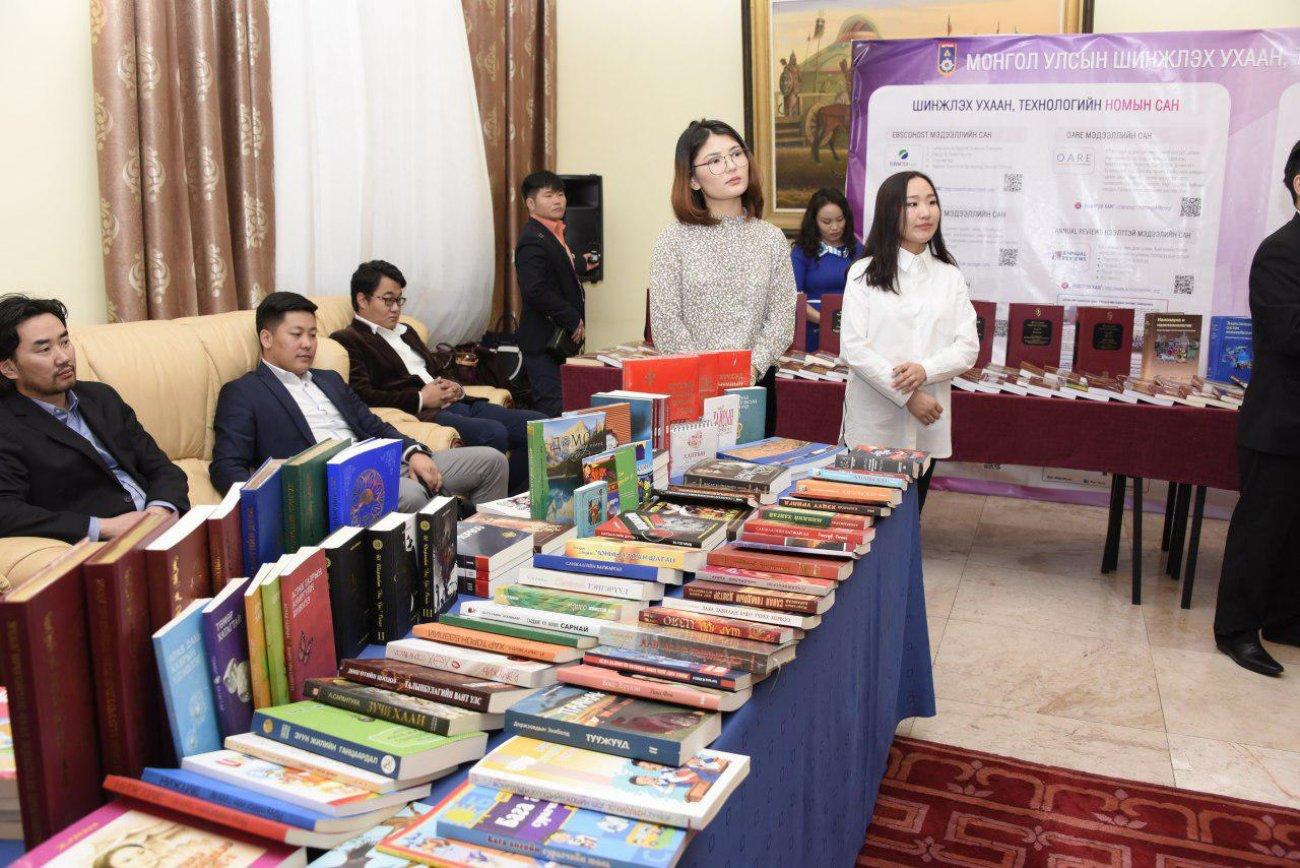 """""""Дэлхийн номын өдөр"""" өдөрлөг Төрийн ордонд боллоо"""