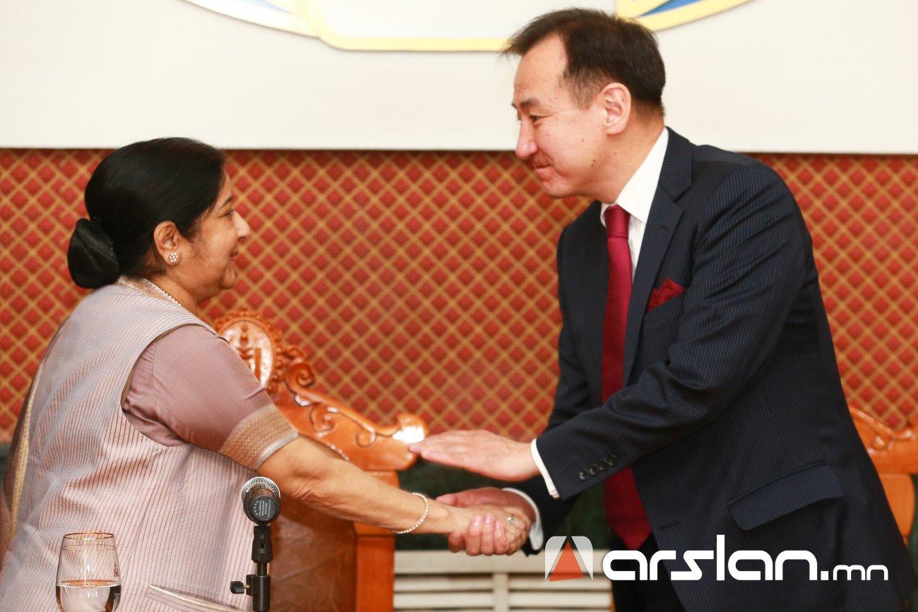Монголын залуу дипломатуудыг олон улсын эрх зүйн чиглэлээр сургах тал дээр Энэтхэг улстай хамтран ажиллана