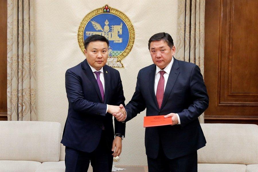 Монгол Улсын Засгийн газраас хууль, тогтоолын төслүүдийг өргөн барилаа