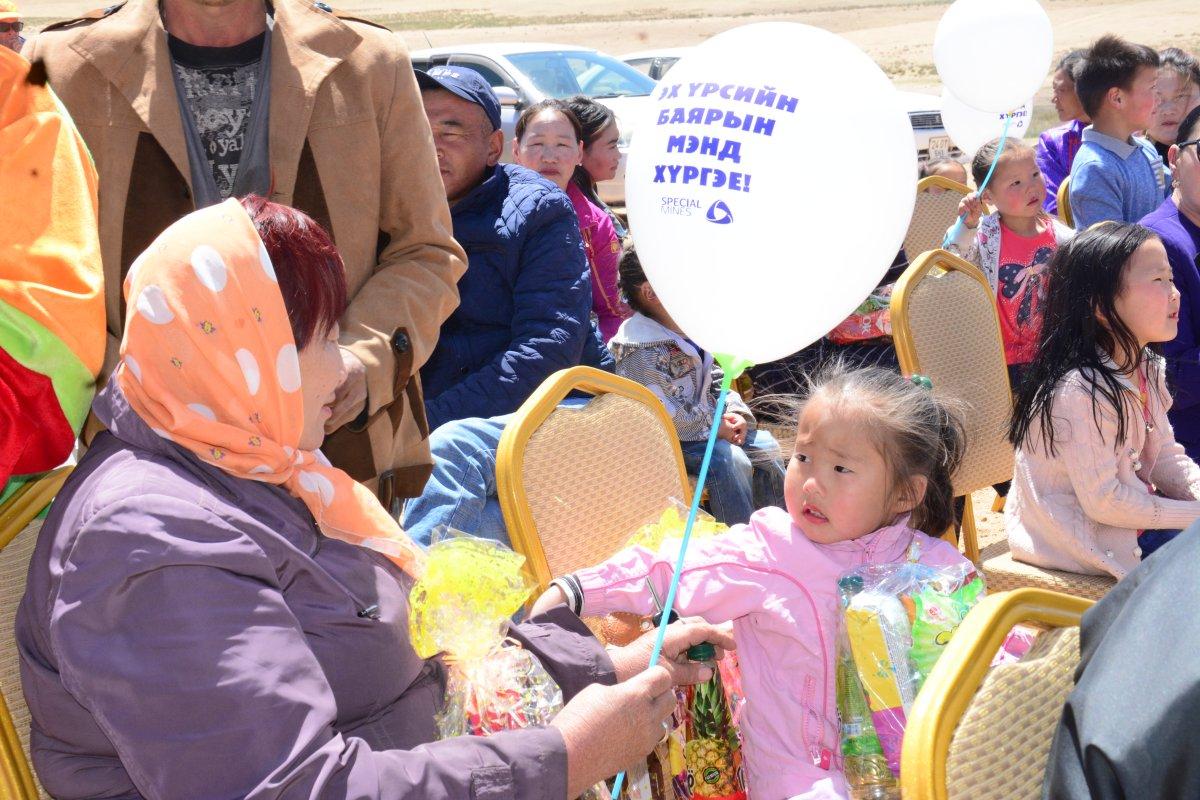 СПЕЙШЛ МАЙНЗ компаний хамт олон Баян-Овоо сумын хүүхэд, багачуудаа баярлууллаа Arslan.mn