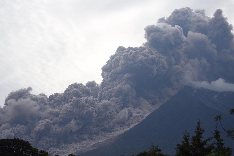 ФОТО: Гватемал улсын Фуэго галт уулын дэлбэрэлтийн дараа