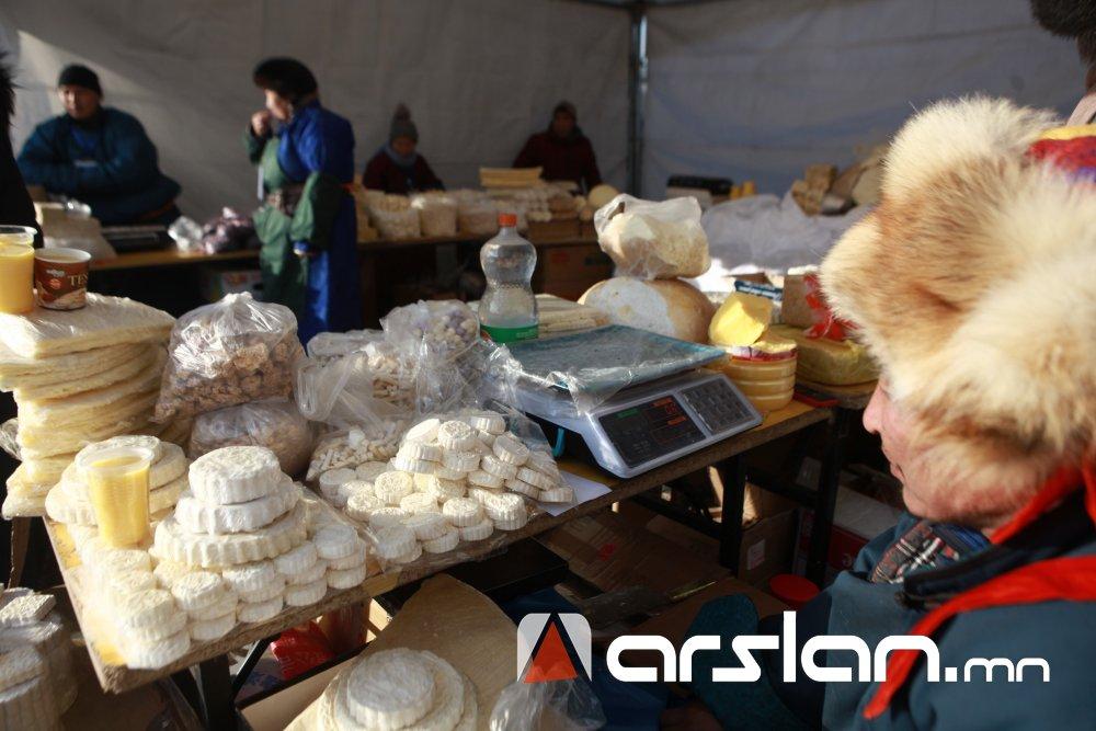 """ФОТО: """"Архангайн цагаан идээний үзэсгэлэн худалдаа""""  болж байна"""