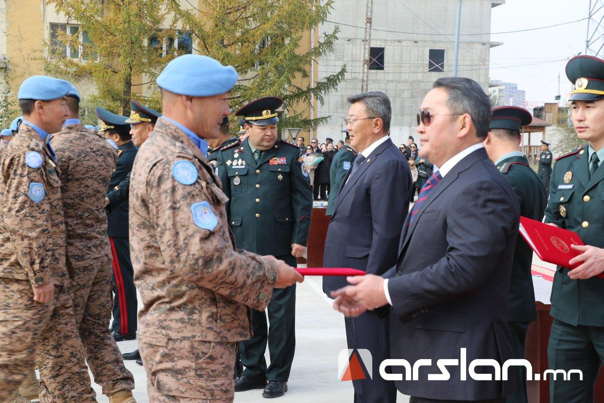 ФОТО: Монгол Улсын энхийг сахиулагчид сахилга зохион байгуулалтаараа үлгэр дууриал болж чаджээ