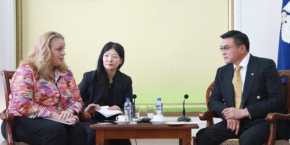 Хотын дарга С.Амарсайхан Дэлхийн банкны зөвлөх багийн гишүүдийг хүлээн авч уулзлаа