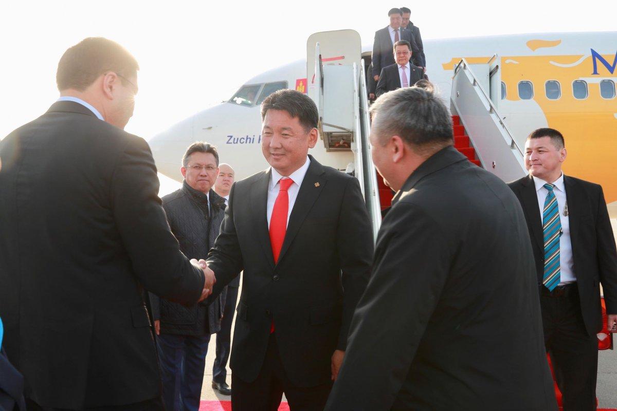 """Ерөнхий сайд """"Нурсултан Назарбаев"""" Олон улсын нисэх буудалд газардлаа"""