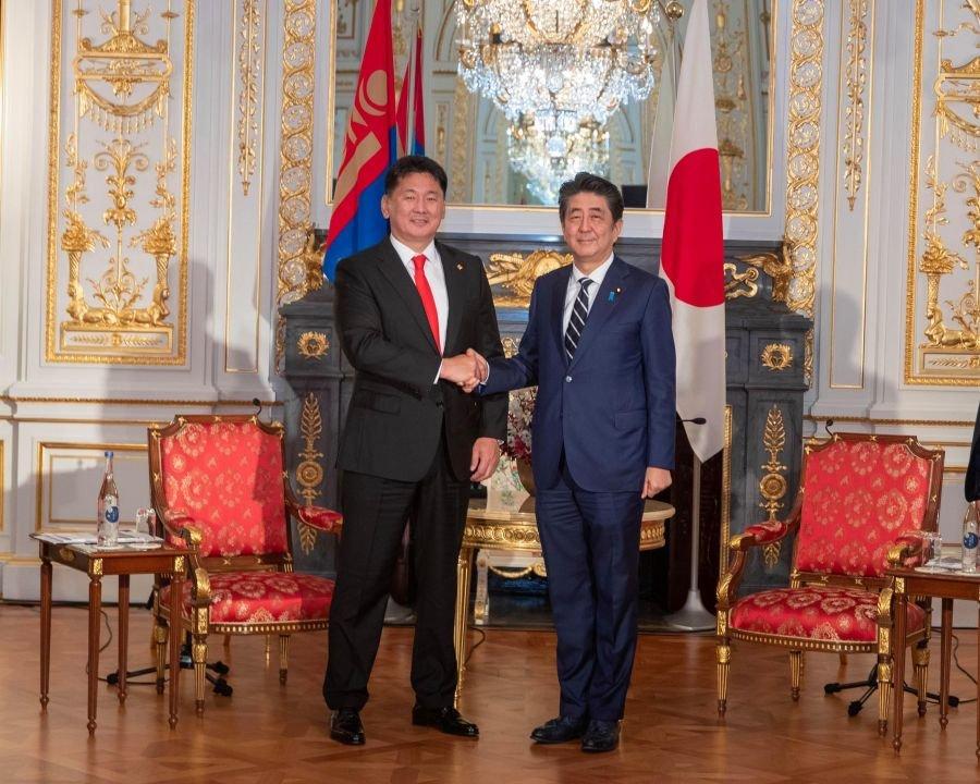 Монгол, Японы Ерөнхий сайд нар уулзлаа