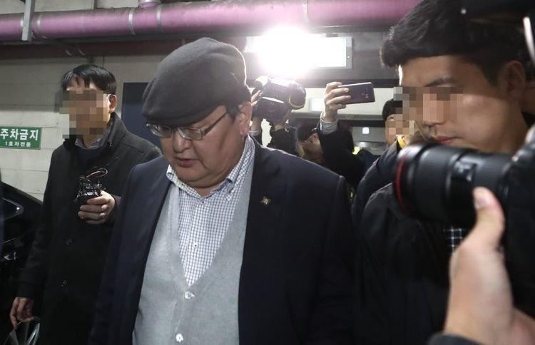 Монгол руу буцах Д.Одбаярын хүсэлтийг БНСУ-ын прокурор түдгэлзүүлж, тэрээр өмгөөлөгч авчээ