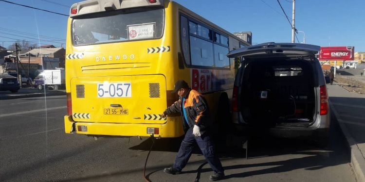 НИЙСЛЭЛ: Автобус болон том оврын авто машинуудын утаанд хяналт шалгалт хийх ажил  үргэлжилж байна
