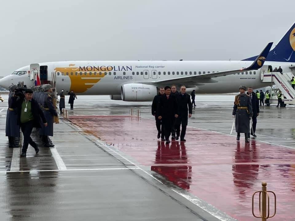 """Ерөнхий сайд У.Хүрэлсүх """"Внуково"""" олон улсын нисэх буудалд тусгай үүргийн онгоцоор газардлаа"""