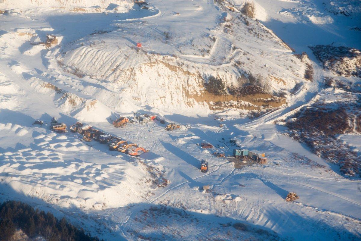 Сэлэнгэ аймаг дахь уул уурхайн компаниудын 122 тусгай зөвшөөрлийг цуцлуулах саналаа өгчээ