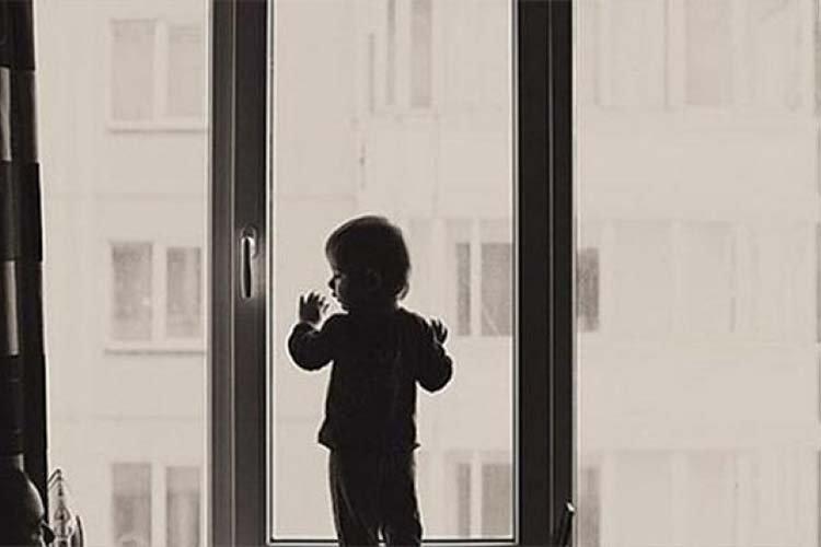 Цонхоор унах гэж байсан дөрвөн настай хүүхдийг аварчээ