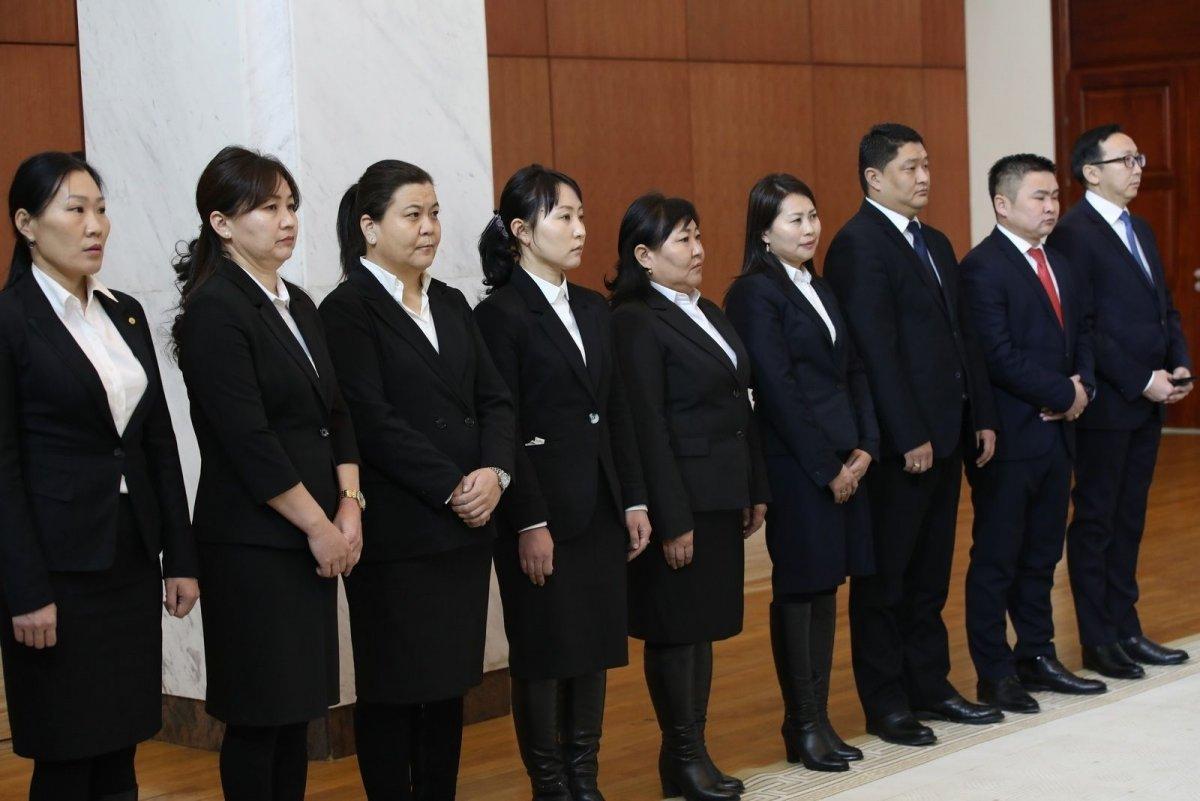 Ерөнхийлөгчийн зарлигаар Дээд болон анхан шатны шүүхийн зарим шүүгчийг томиллоо