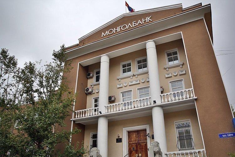 Тэтгэврийн зээл нэмж олгохгүй байх үүргийг Монголбанкны ерөнхийлөгч банкуудад өгчээ