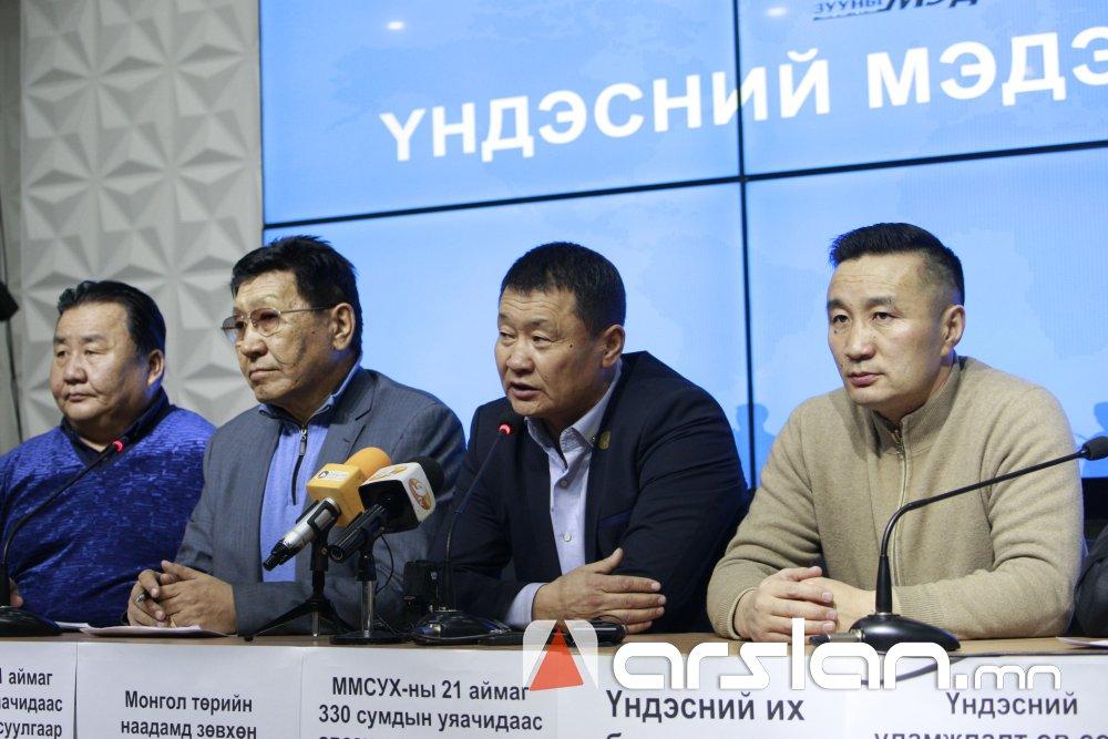 ФОТО:Монгол адуутай yяачид эрлийз адууг уламжлалт морин уралдаанд оролцуулахыг эсэргүүцлээ