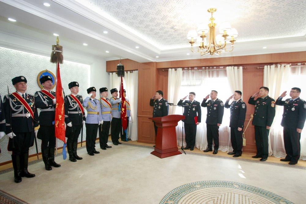 ФОТО: Цагдаа, Дотоодын цэргийн алба хаагчдад төрийн одон медаль, цол гардууллаа Arslan.mn