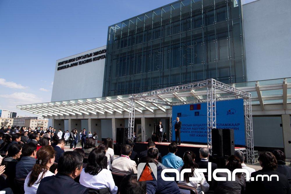 ФОТО: Монголд эмчлэгдэх боломжгүйд тооцогддог 26 өвчнийг эмчлэх АШУҮИС-ийн эмнэлэг ашиглалтад орлоо