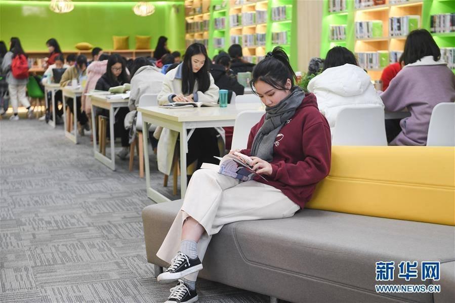 24 цагийн турш үнэ төлбөргүй үйлчилдэг номын сан нээгджээ