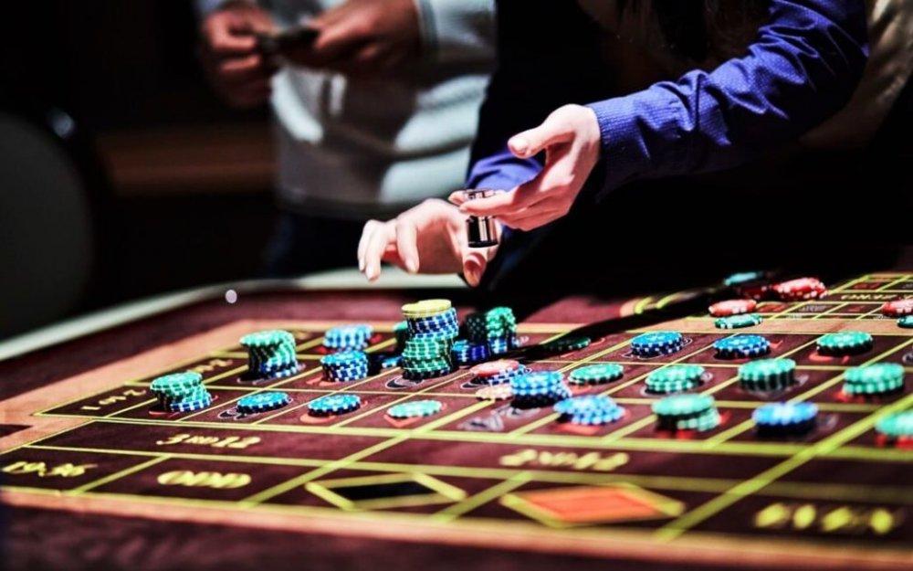 ШИЙДВЭР: Төрийн албан хаагчид казино тоглосон тохиолдолд хариуцлага тооцохоор болжээ