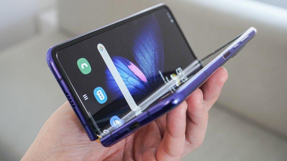 """""""Galaxy Fold"""" гар утсыг худалдаанд гаргахаа хойшлуулсан нь ашиг буурахад нөлөөлжээ"""